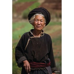 [718051] Northern Asia Woman Vertical Portrait Banner